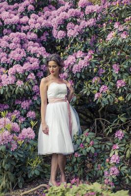 """Brautkleid kurz """"Sonnenpracht"""" aus reiner Seide und zartem Tüll"""