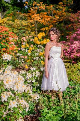 """kurzes Brautkleid """"Sonnenpracht"""" aus reiner Seide und zartem Tüll"""