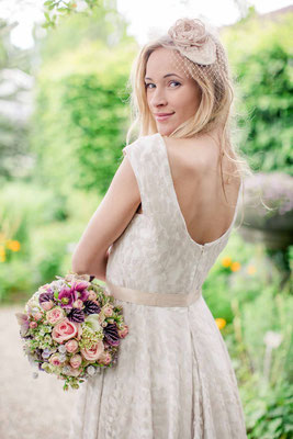 Bio Brautkleid mit Spitze in nude