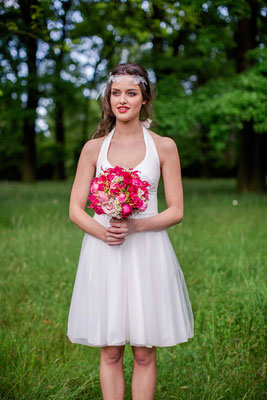 kurzes Brautkleid mit Tüllrock