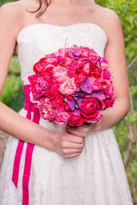 Spitzen Brautkleid aus Seide mit Herzausschnitt mit Taillengürtel in pink