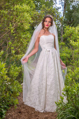 Spitzen Brautkleid aus Seide mit Herzausschnitt