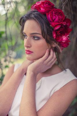 """Brautkleid """"Sonnentochter"""" in knöchellang mit Blumenkranz von Milles Fleurs"""
