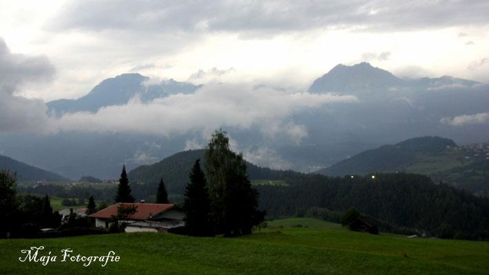 01/09/2015; 19:25 Wolkenfelder über den Tälern