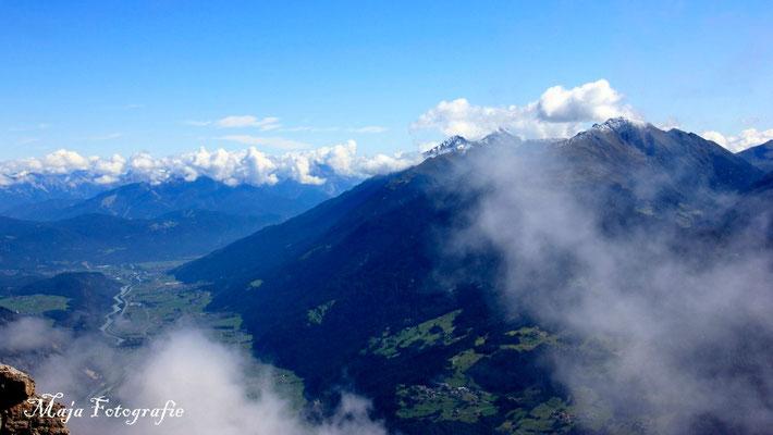 08/09/2015; 12:27 auf dem Tschirgant-Gipfel