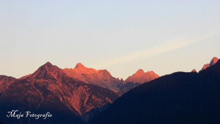 12/09/2015; 07:09 leuchtende Gipfel am Morgen :-)