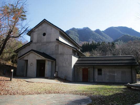 修道院を思わせる外観の第二展示館