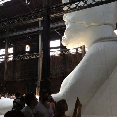 砂糖工場跡でのケラ・ウォーカー展