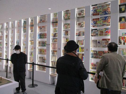 マンガ家のマンガ本の紹介展示