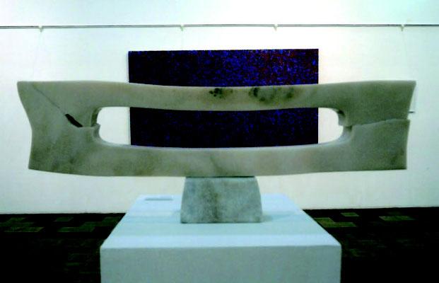 冨田憲二「ゆがんだ矩形」白大理石w85h32 d13「衝撃の4人展」