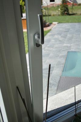 maniglia finestra in legno alluminio