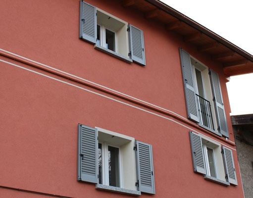finestre in pvc bianco con persiane