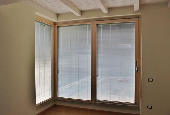 serramento in abete sbiancato con rivestimento in alluminio esterno