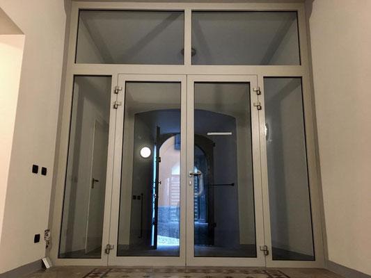 ingresso in alluminio con scrocco elettrico