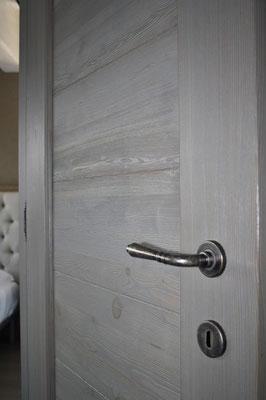 porta interna in larice spazzolato