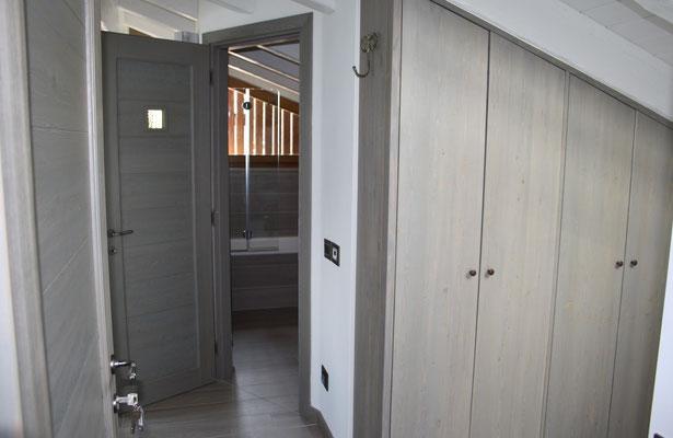 porte e armadio in larice
