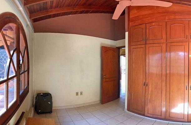 Pequeño dormitorio con placar incorporado