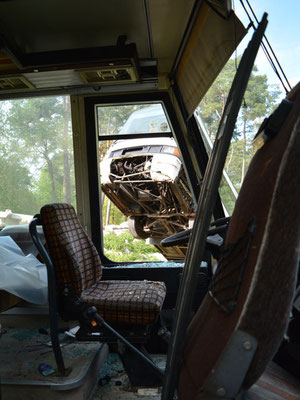 Mal nen abgewrackten Bus als Versteck nutzen ...