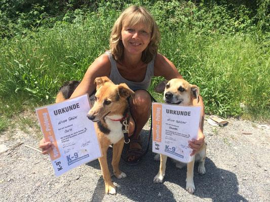 Gleich zwei sehr lässige Prüfungen legte Nicole mit ihren Hunden Carlo und Szoda hin (beide Orange B)