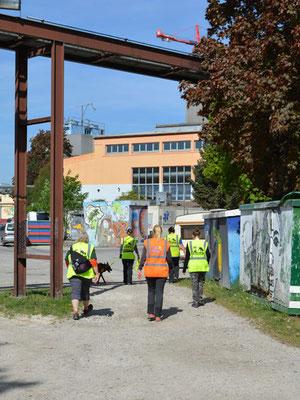 Spannende Location: der Künstlerpark Ost mit seinen alten Werkshallen, Künstlerateliers, Clubs, Cafés und Grafittis