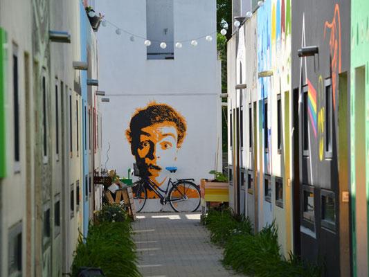 Da schaut uns sogar das Graffiti hinterher ...