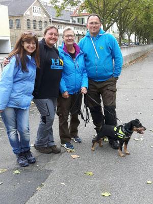 Happy: Judith hat mit Fasko die Grün B-Prüfung gerockt! vlnr: Versteckperson Anne, Sandra, Judith, unser Prüfer Detlev Kappel