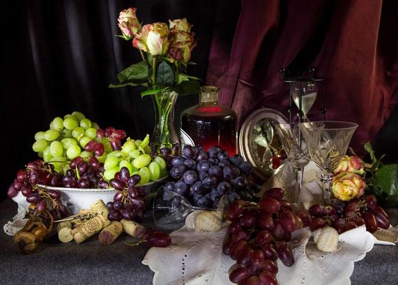 """Ein Stillleben mit Trauben. Ausgehend von einer Fotoaufgabe zum Thema """"Haufenweise"""" kam mir die Idee, ein Bild in Anlehnung an flämische Barockmalereien zu fotografieren."""