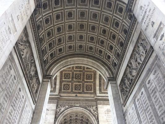 Mein Reisebericht und Tipps für Sehenswürdigkeiten in Paris, Frankreich, wie der Arc de Triompe.