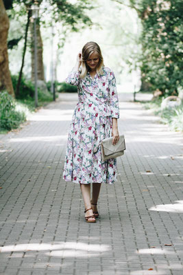 Low-Budget-Kleider für Trauzeuginnen und Hochzeitsgäste.