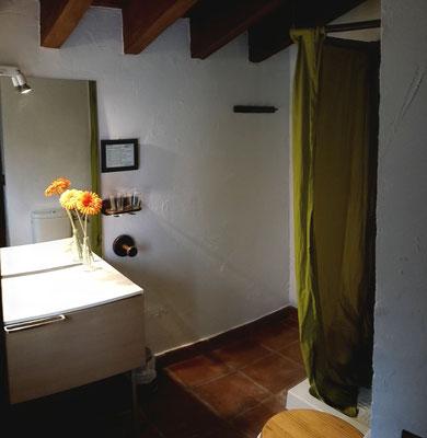 Blick ins Bad vom Schlafzimmer aus
