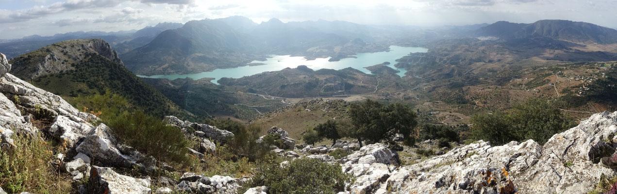 "On the peak of mount ""Algarín"", the big brother of ""Peñon de El Gastor"""