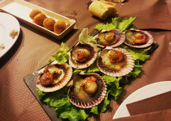 Bechamel-Kroketten und Zamburiñas