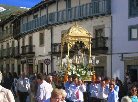 Eine kleine Prozession auf dem Dorfe (irgendwo in der Provinz von Salamanca)