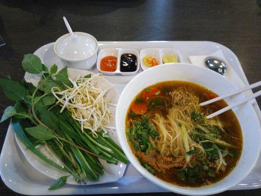 Soupe vietnamienne, que j'ai du mal à aimer malheureusement ..