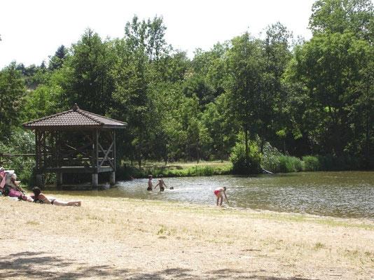 Lac aux Ramiers met een strandje, een speeltuin en een gezondheidsparcours. Ook een kleine snack in de zomermaanden.