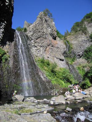 """""""La cascade du Ray Pic"""" is een prachtige waterval vanuit een vulkanische berg en een bezoekje meer dan waard."""