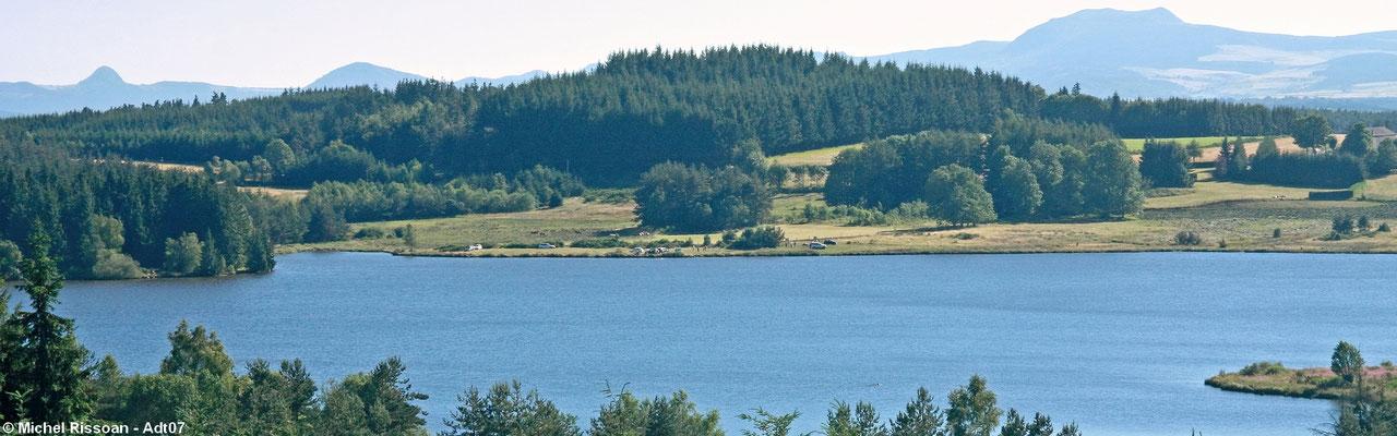 Le Lac Devesset boven st. Agrève, de rustige kant.