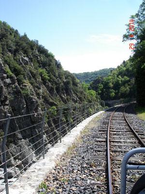 Een prachtige tocht via de auto spoorlijn, met de stoomtrein of de trapauto's.
