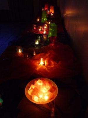 Zahllose Lichter verliehen dem Gemeindesaal exotisches Flair. Foto: Negel-Täuber