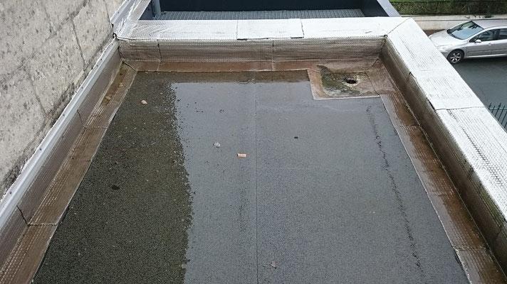 Terrasse nettoyée par toitures 33 l'eau s'écoule normalement