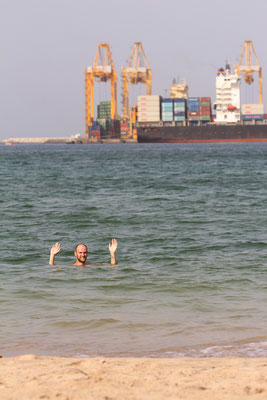Lovely swimming spot in Khor Fakkan harbour with water of only 35 degrees!