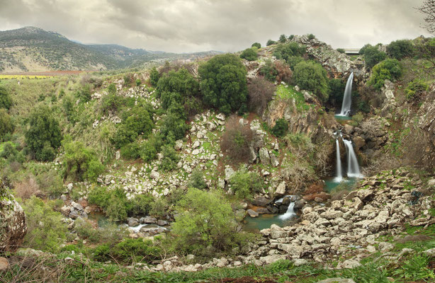 Beautiful scenery close to the Golan Heights. On the right the Sa'ar Falls, with Nimrod Castle visible on the far left.