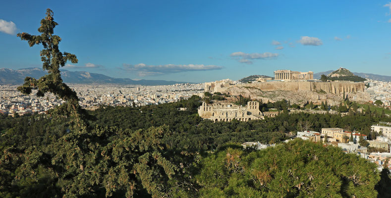 Panoramic view on the Acropolis with the Parthenon dominating the skyline of Athens.