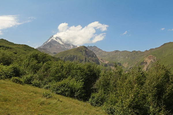Only when we were down the Kazbek reveiled its peak.