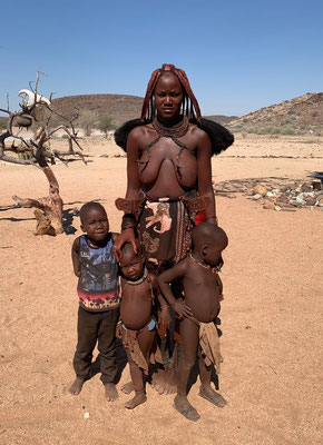 Friendly Himba along the way to the Brandberg.