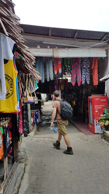 Sander walking through the narrow alleys in Bukit Lawang. © Dieuwertje Smolenaars