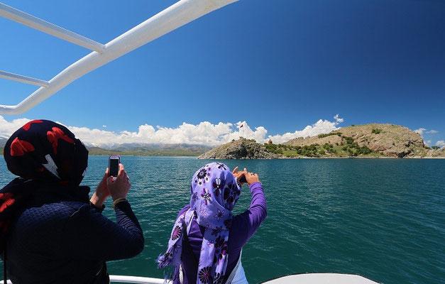 Approaching Akdamar Island.