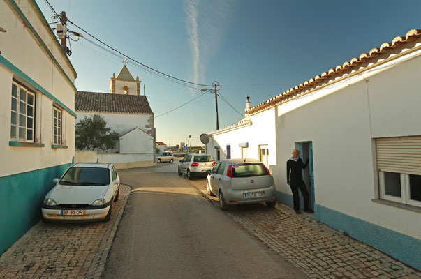 In front of our B&B in Raposeira.