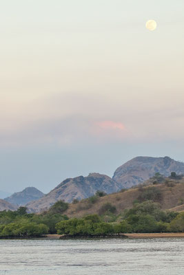 Sun is setting over Komodo NP. © Jasper Boldingh
