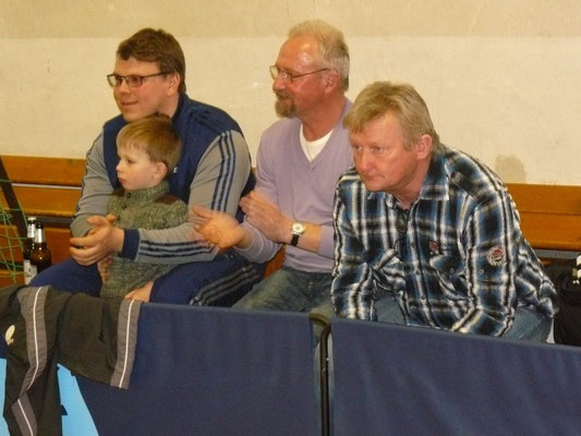 Gespannte Blicke  -  v.r. Frank Staudacher, Norbert Witt